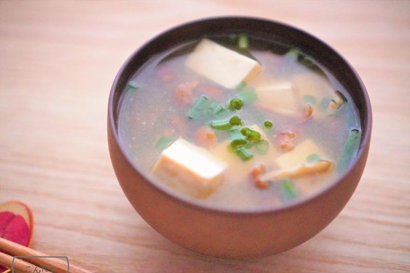 【なめこと豆腐の味噌汁】レシピ